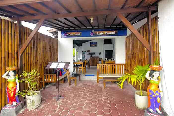 beachfront cafe in lembongan island